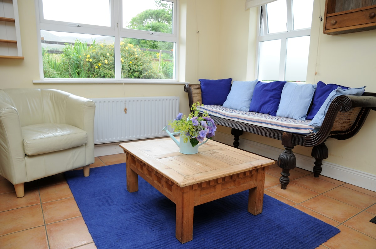 The relaxing area in the kitchen , with views of the donkeys and mountains behind
