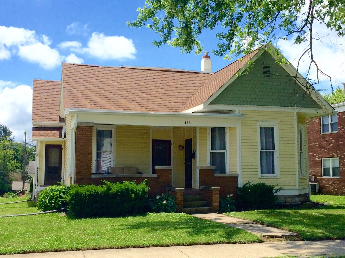 B-Town Bungalow-2BD-Great Location