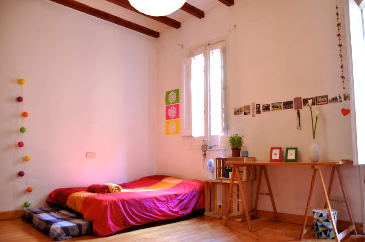 Double room in the heart of BCN!
