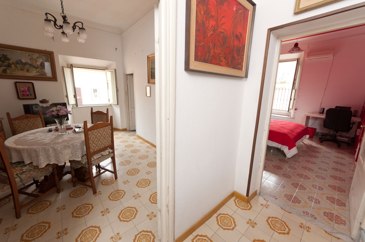 Double room in Roma center, attic