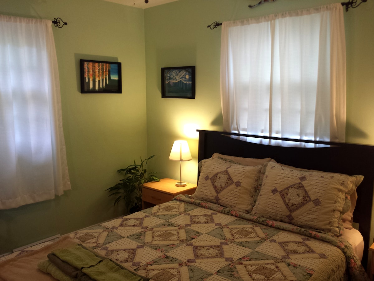 Queen room near downtown