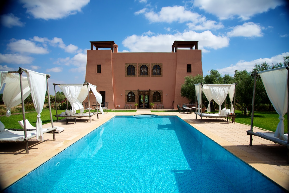2 chbres - 5 pers! Riad, piscine!