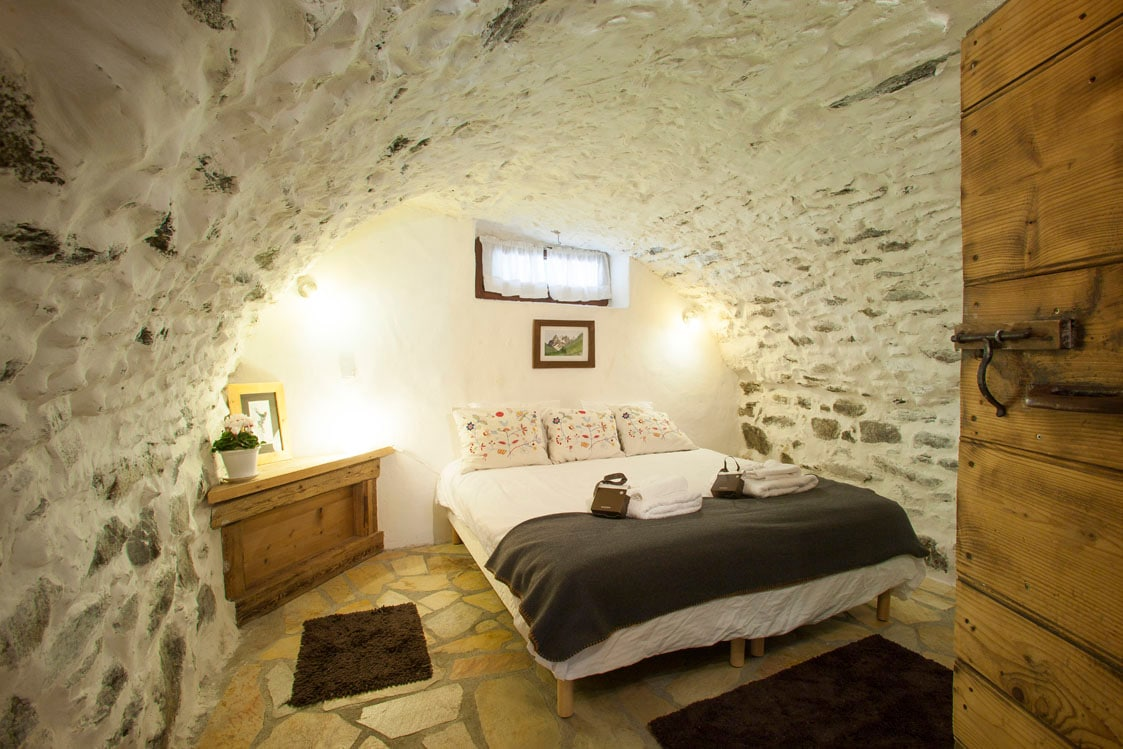 THE room ! Double or Twin Historical building centre Chamonix