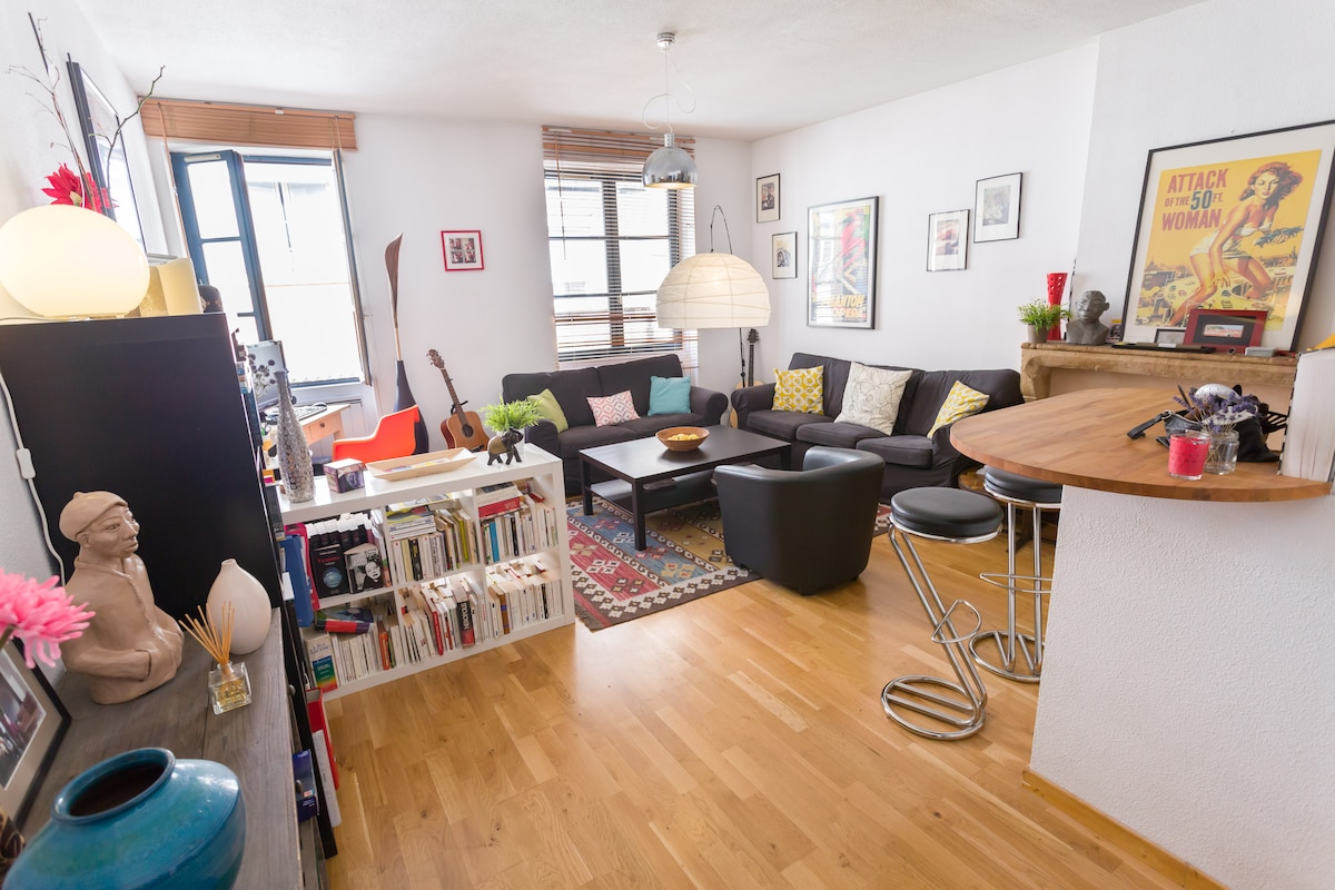 Welcome in our flat, nice, quiet and cosy in the very heart of the city.