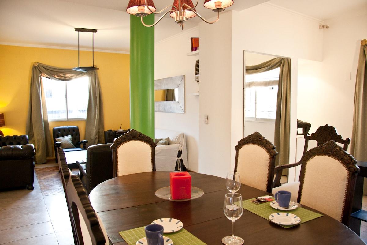 Un gran Living comedor con colores alegres y calidos!!!!