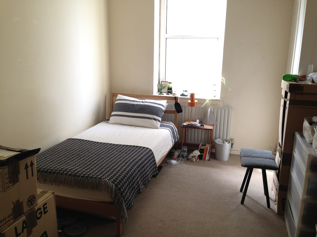 Large Single Room in East London