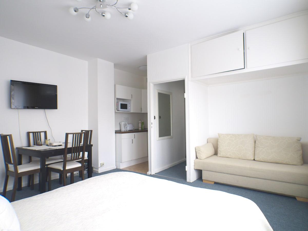 Charming Cozy Room in Berlin KuDamm