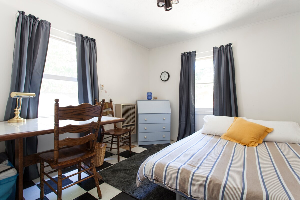 Small Bedroom near Palo Alto