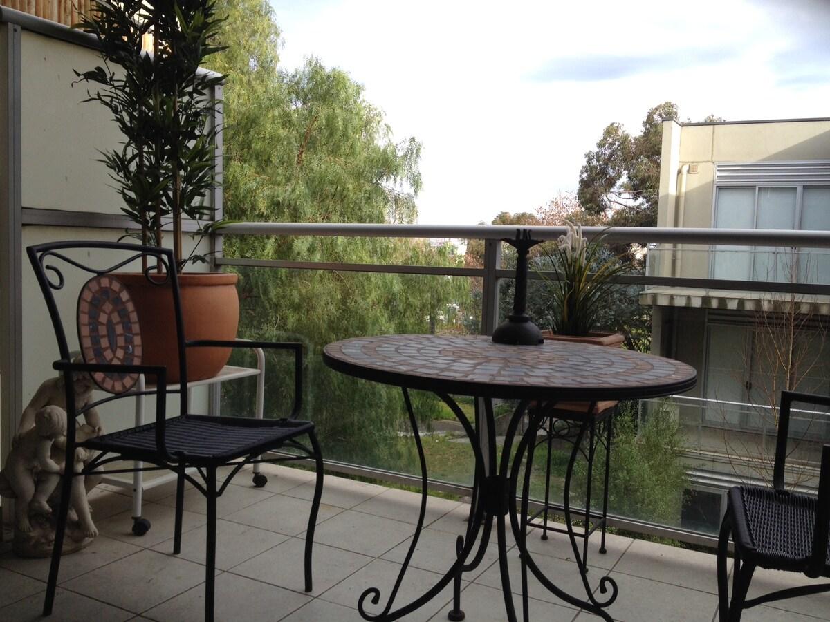 Central Melbourne – Modern 2 BR Apt
