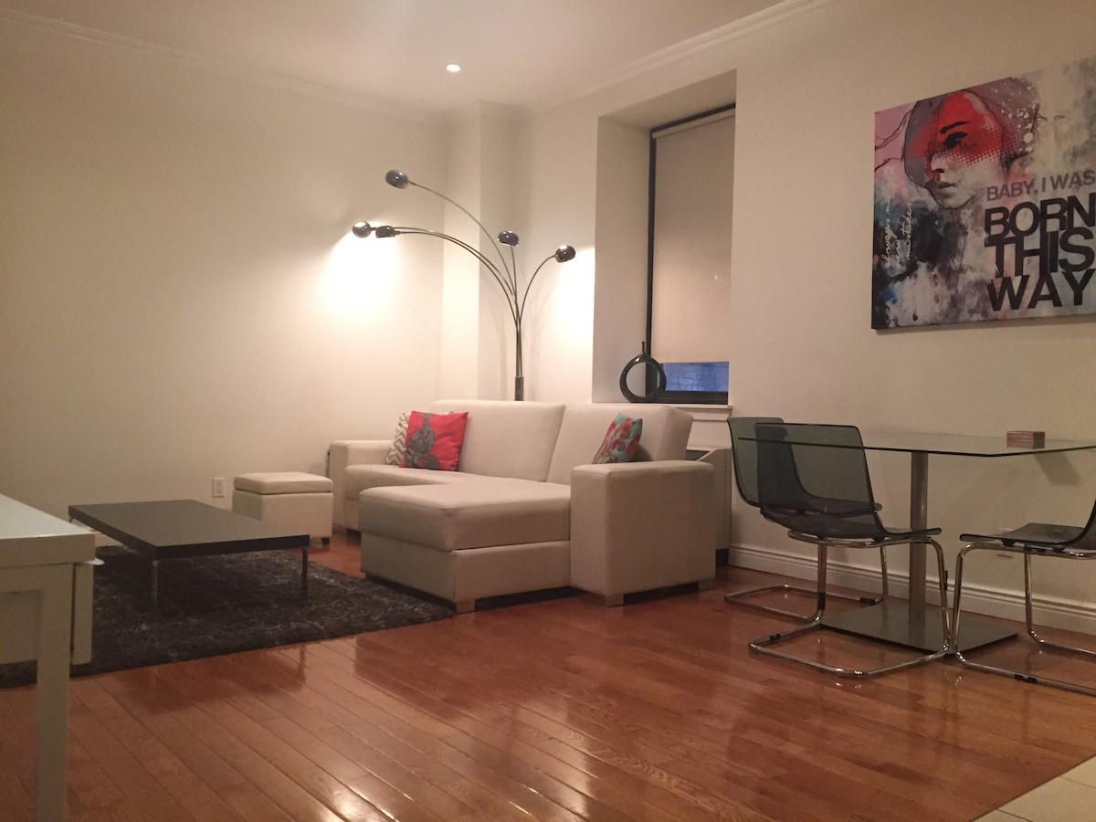 Chic 1BR Apt, Steps to Time Square