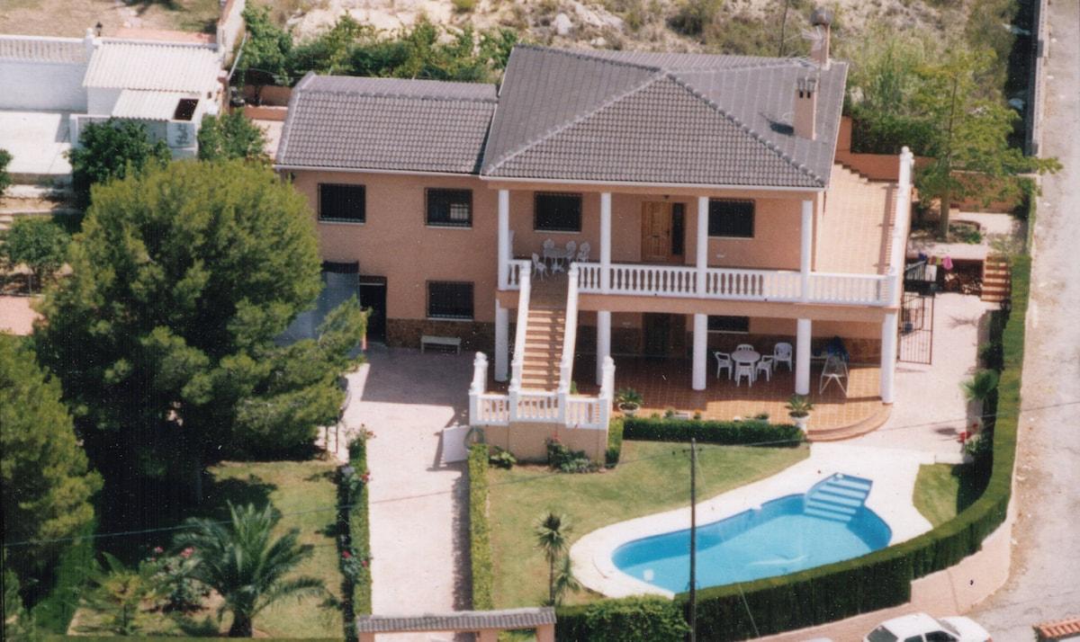 Villa Garcia en Urb. Loma