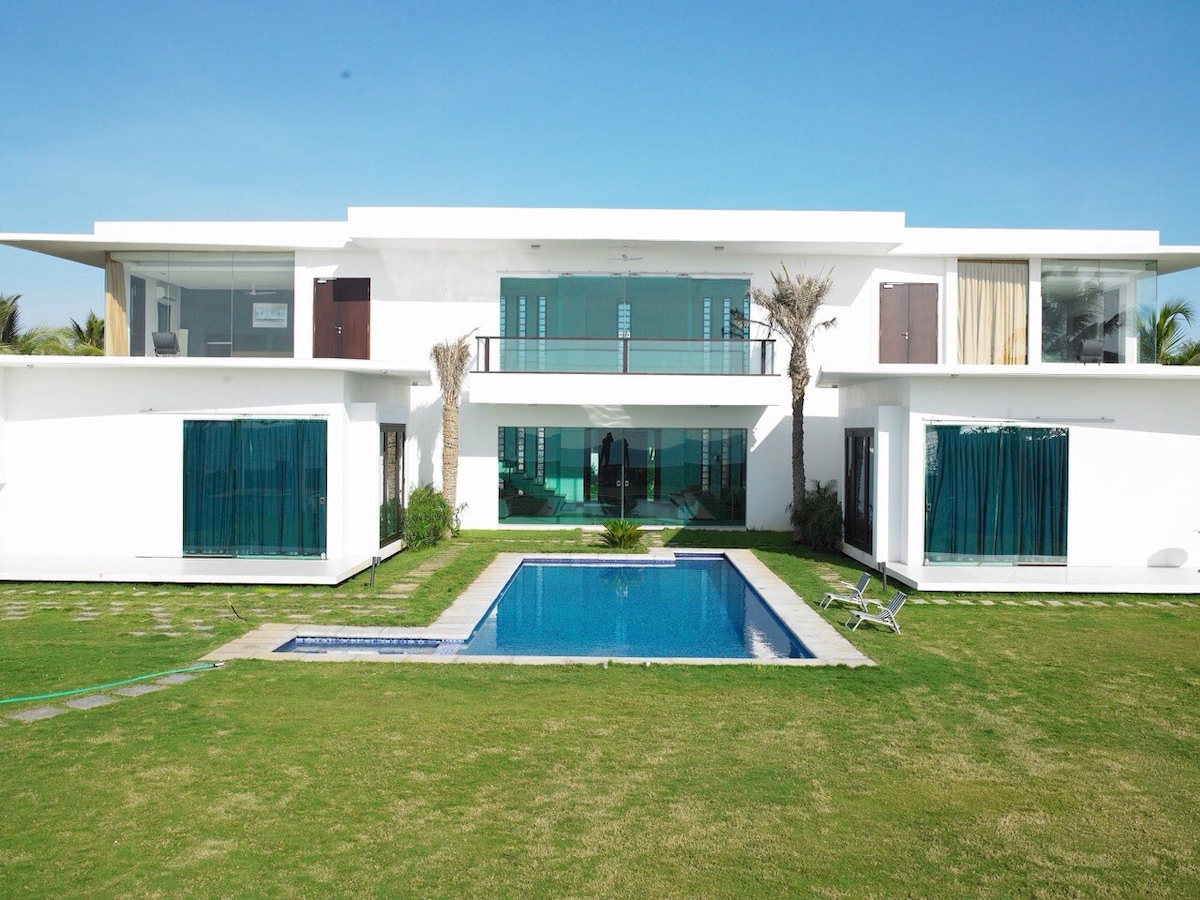 Sea front contemporary villa