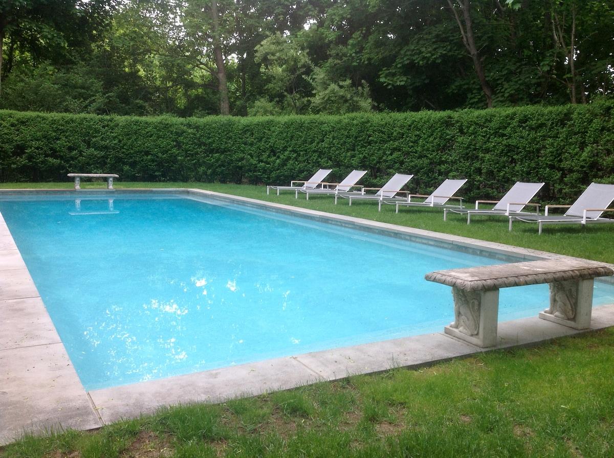 bridgehampton village home w/pool