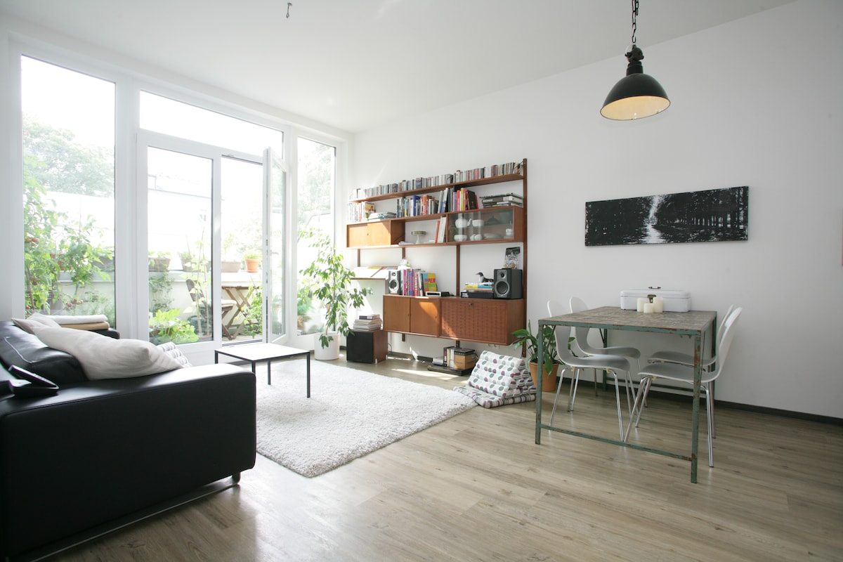 """Sunny apartment in the """"Schanze"""""""
