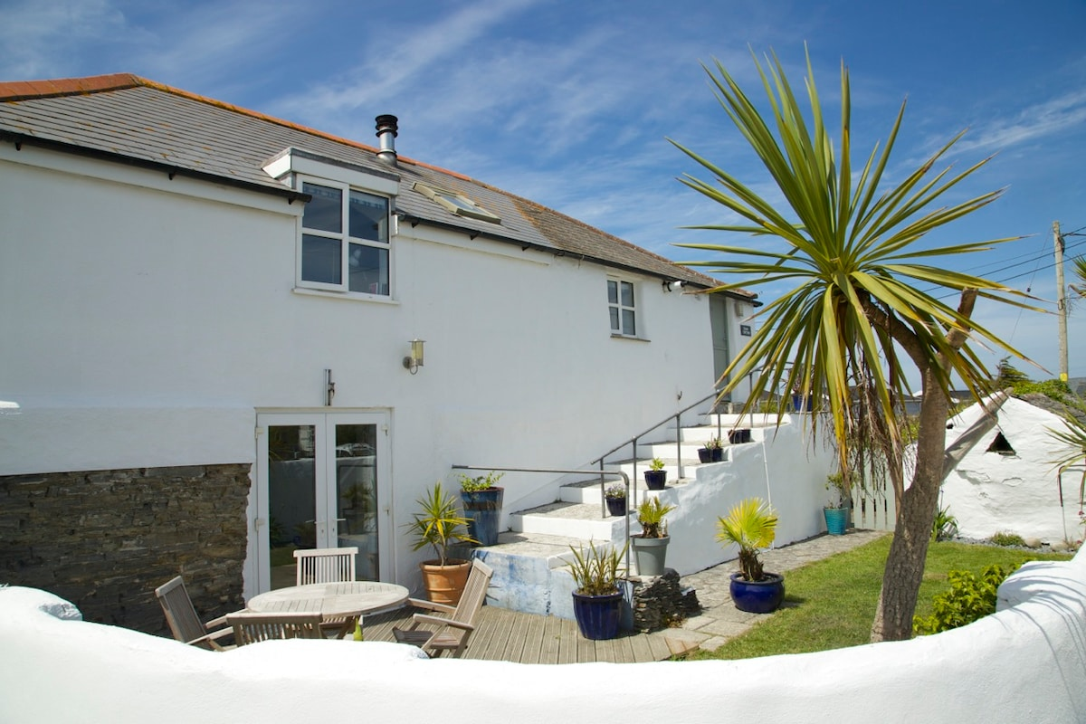 Cottage 1 mile from Constantine Bay