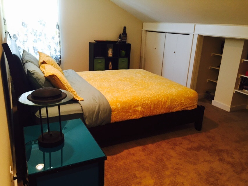 Queen Bed 2-miles from River Market
