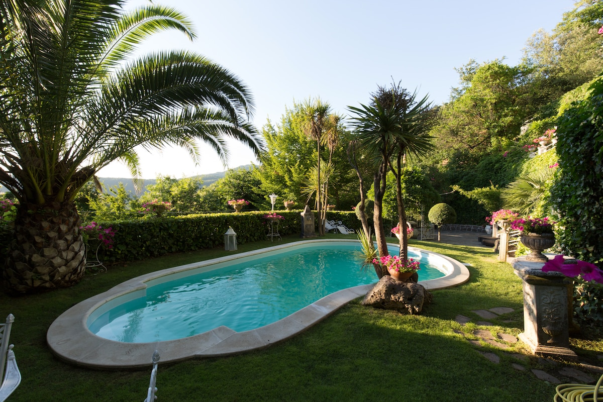 Amazing Luxury Villa Lake View