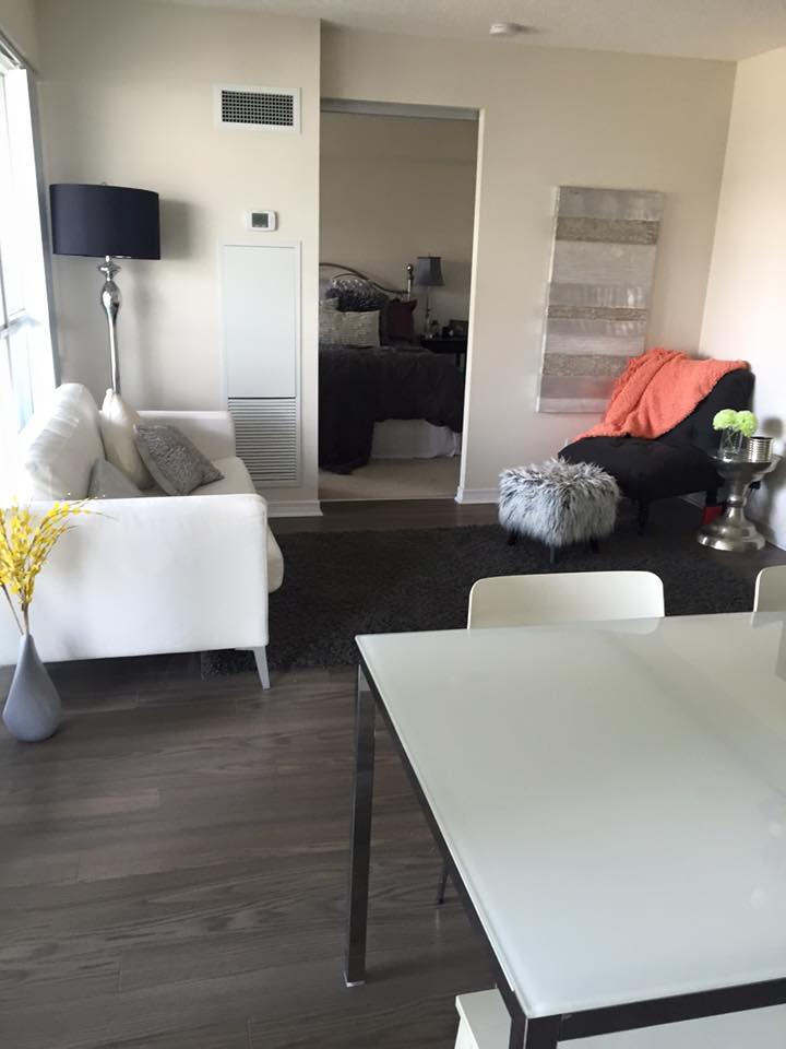 Bright 2 Bedroom Downtown Toronto