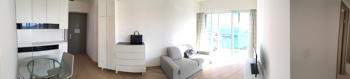 豪華裝修兩臥室兩睡房的独立房间,全部房間維港迷人海景,香港稀缺戶型