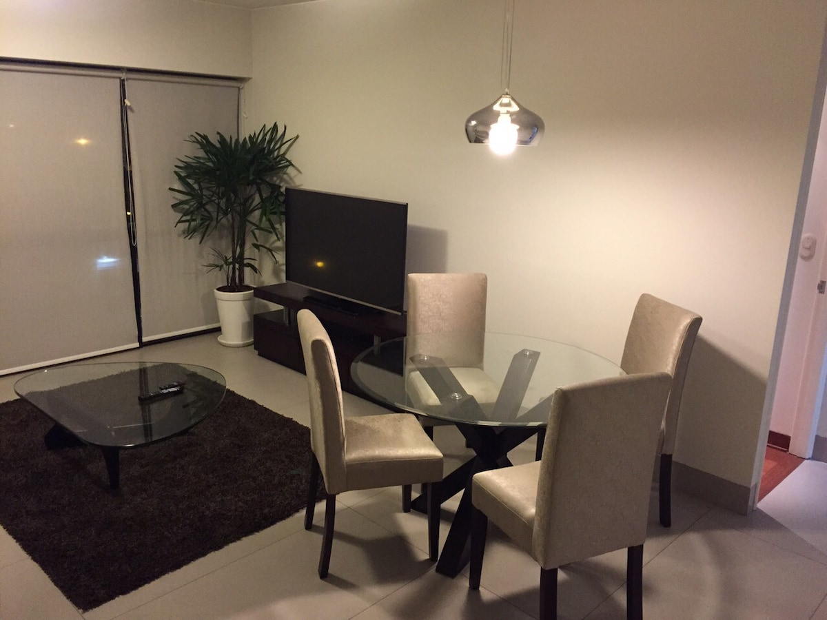 Luxurious 1BD steps from Larcomar!