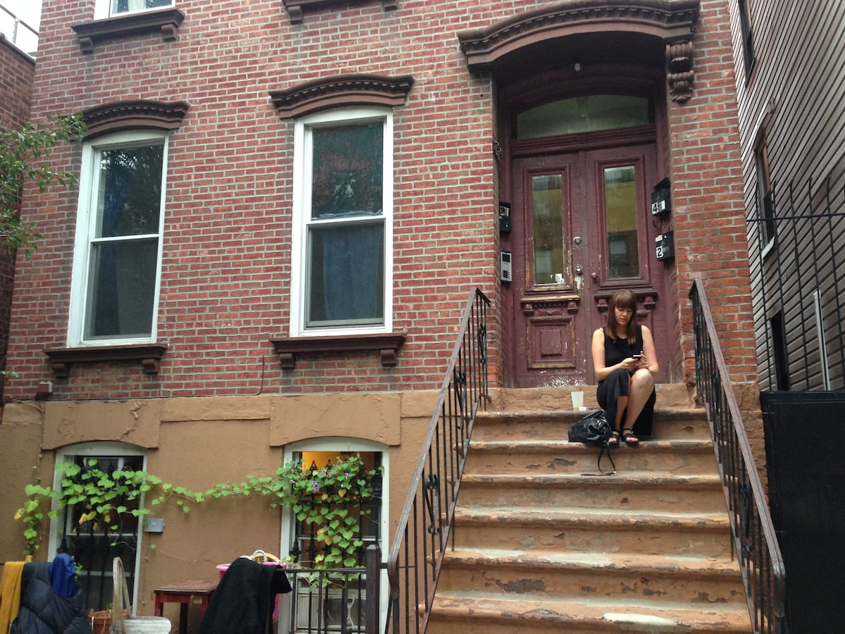 Large 2 bedroom apt. in Greenpoint