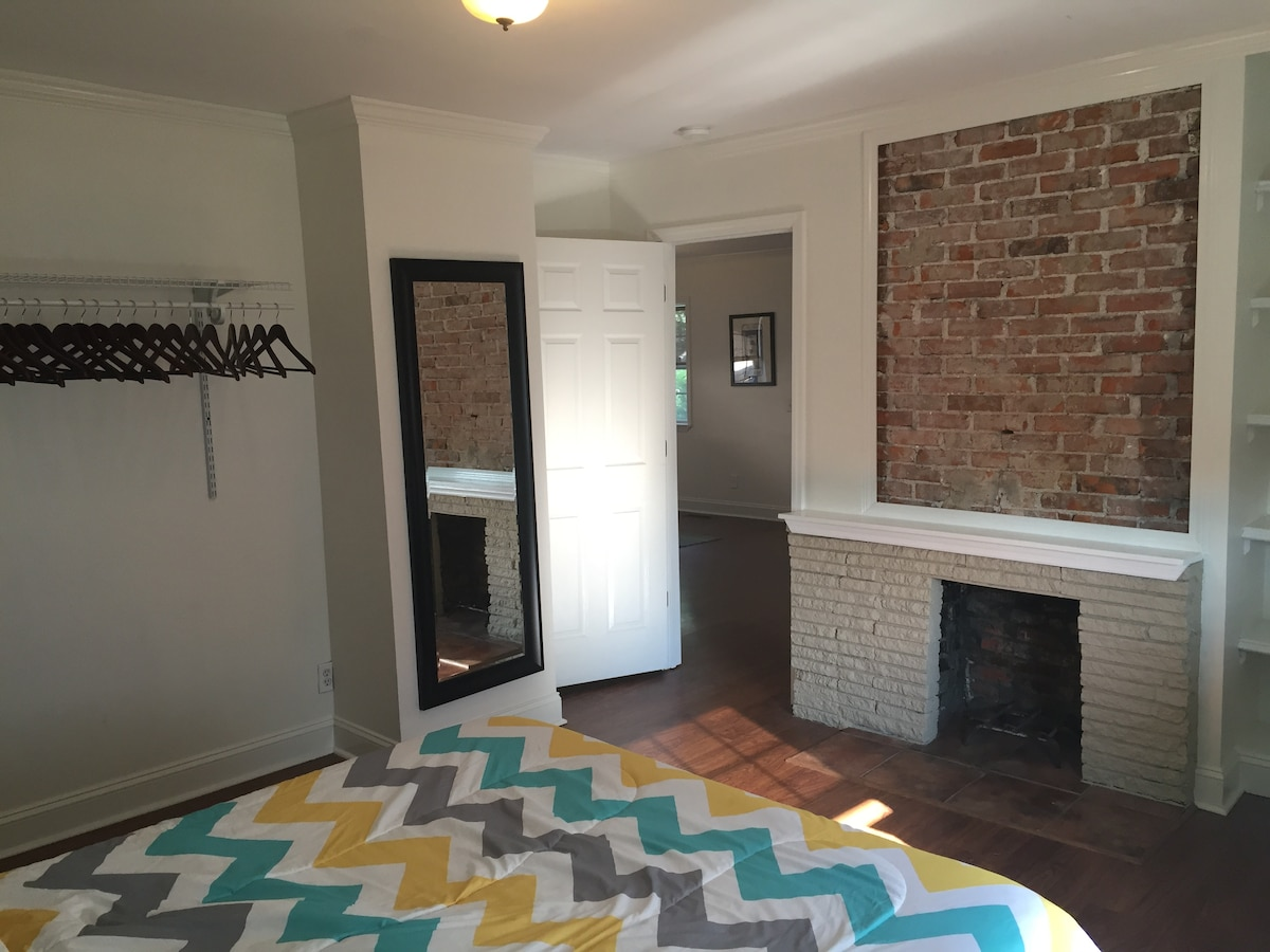 Peaceful Downtown Bungalow 2 br/ba