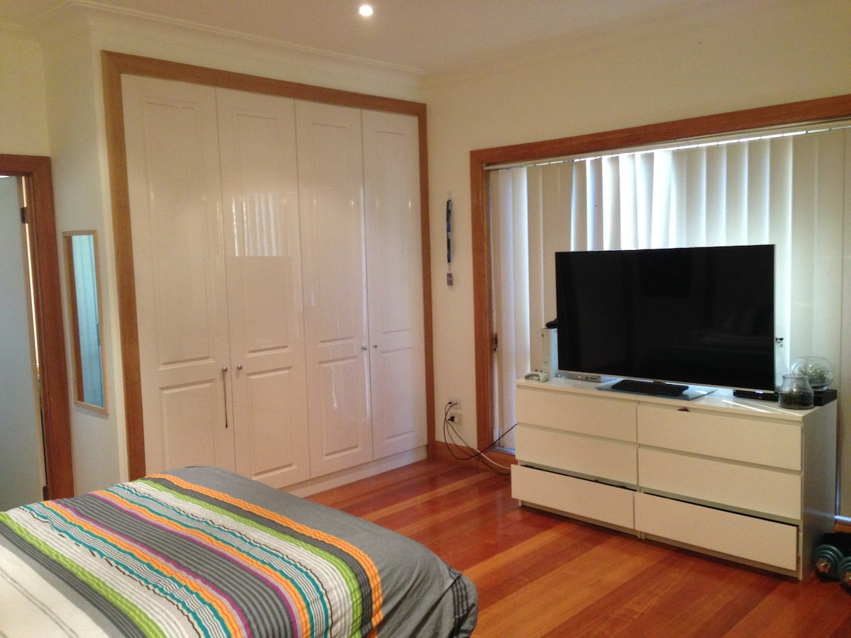 Large room with private en suite