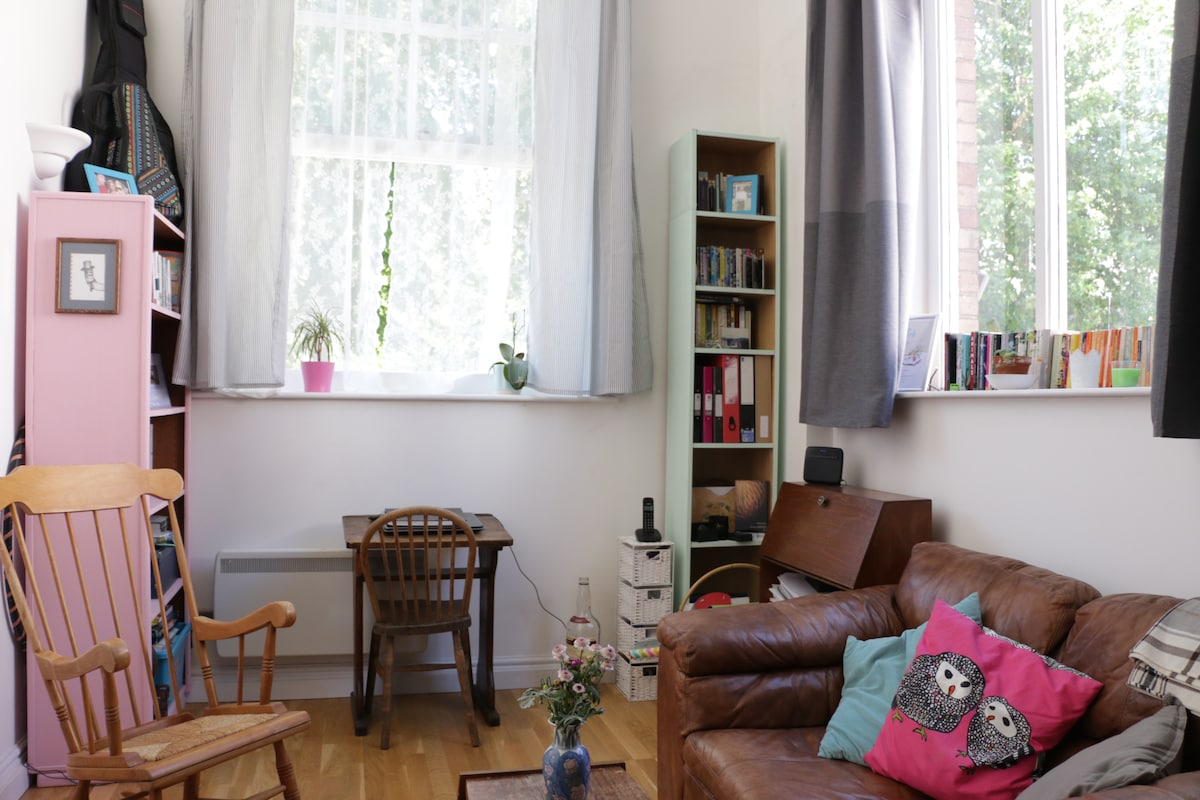 Central, light and quirky flat.