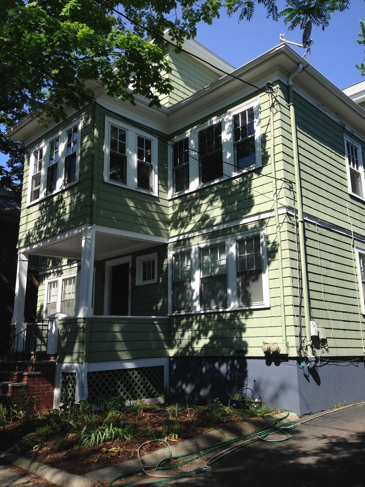 Steps away from Harvard, Inman & Sq