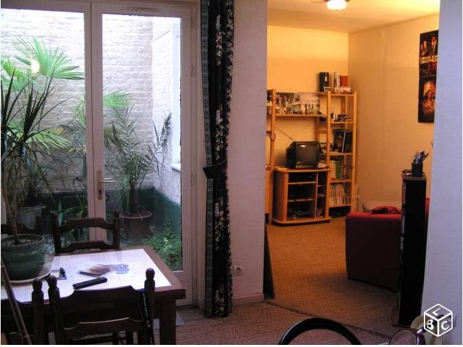 Studio charmant avec petite cour