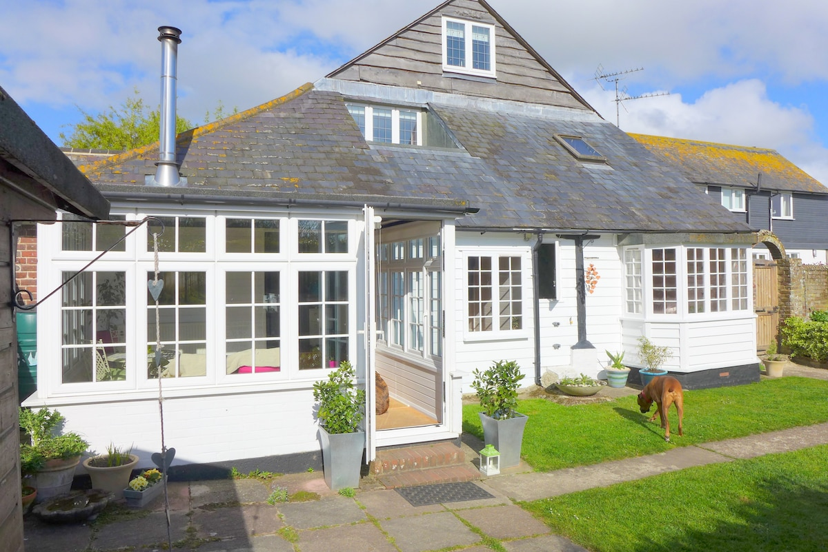 Two bed beach cottage with garden