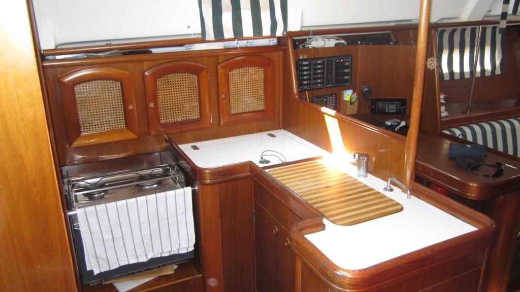 Kitchen, frigo,oven and double wash basin
