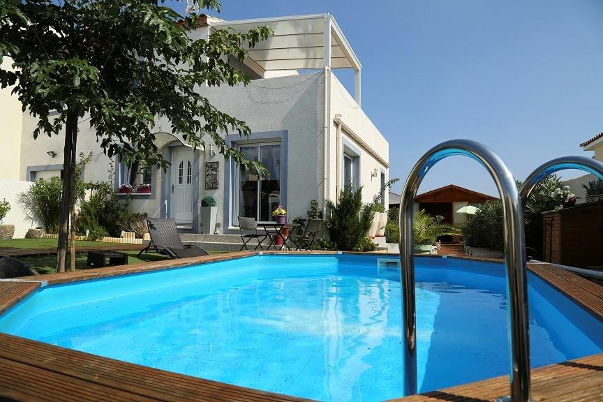 Villa avec piscine et jardin arboré