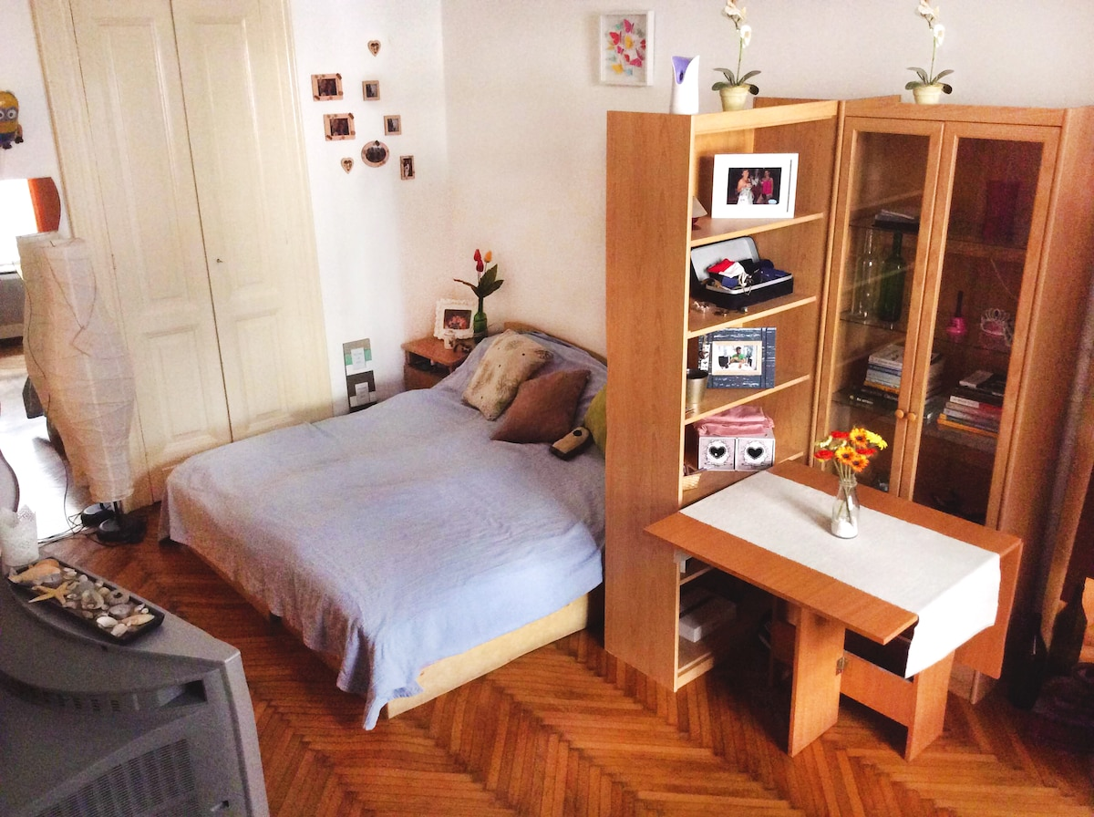 Lovely and cheap flat in the center