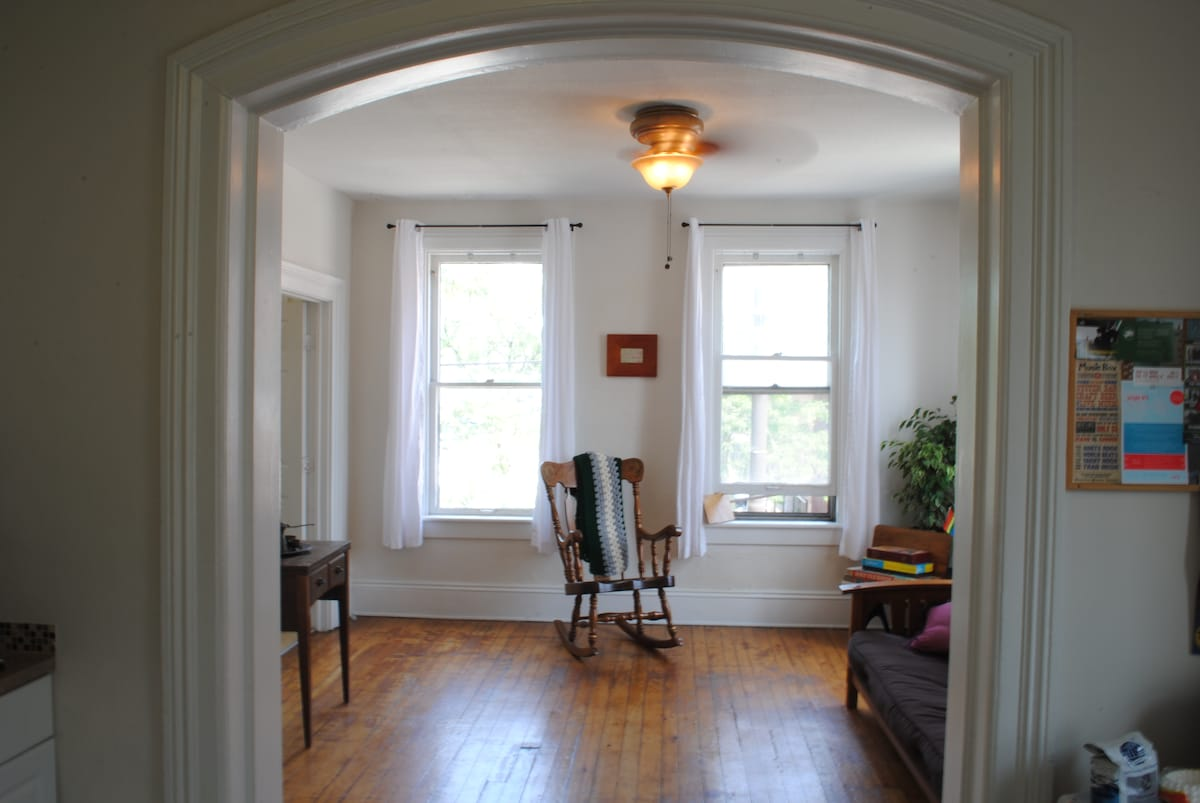 Cozy one bedroom apt in Ohio City.