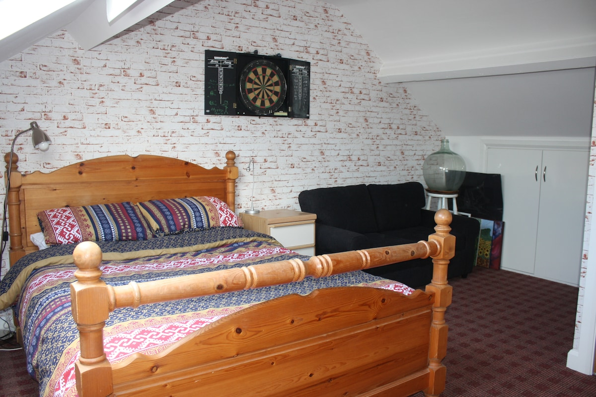 Spacious Double Room @ The Arches