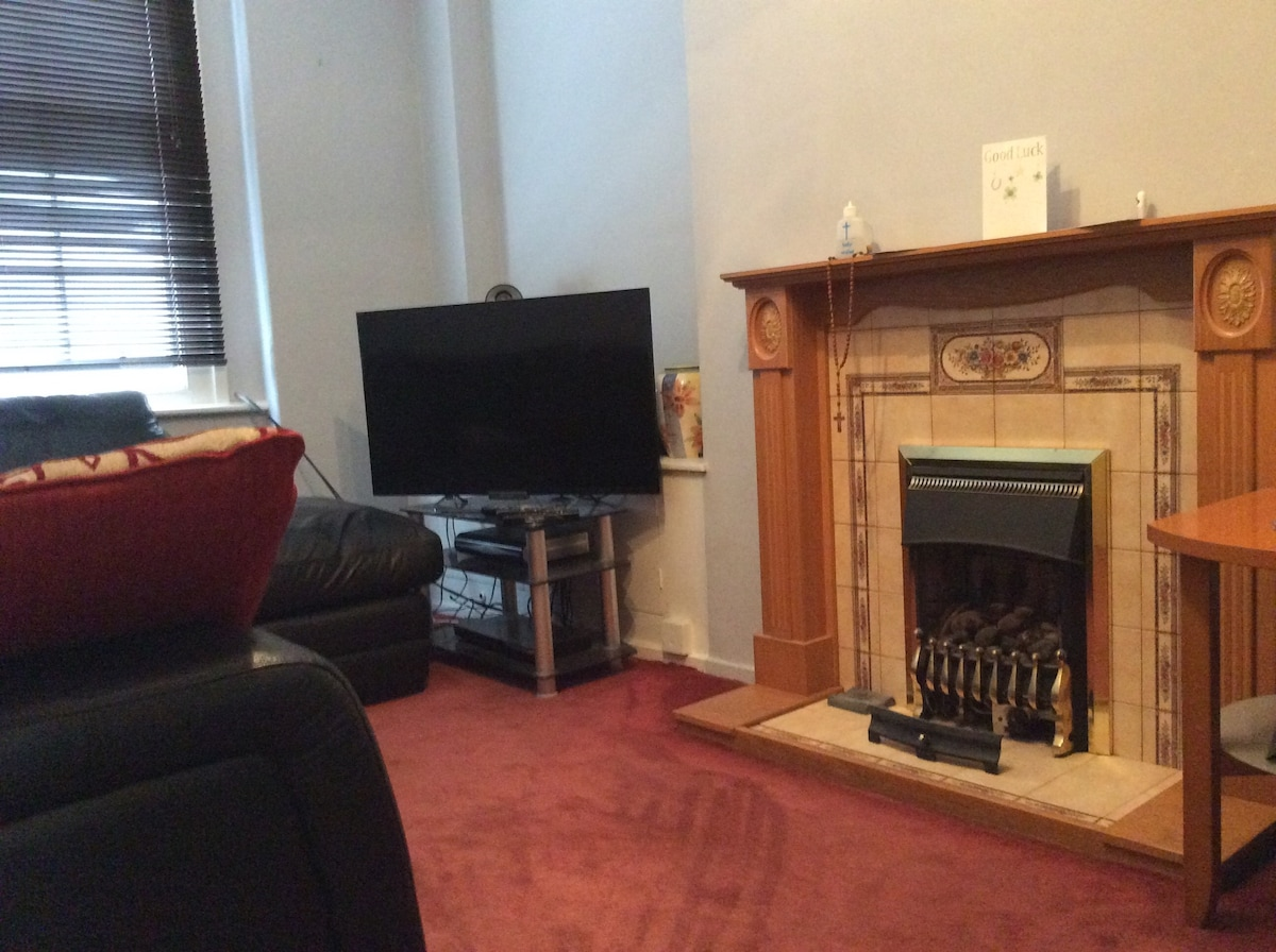 BEAUTIFUL COZY FLAT BY HYDE PARK!!!