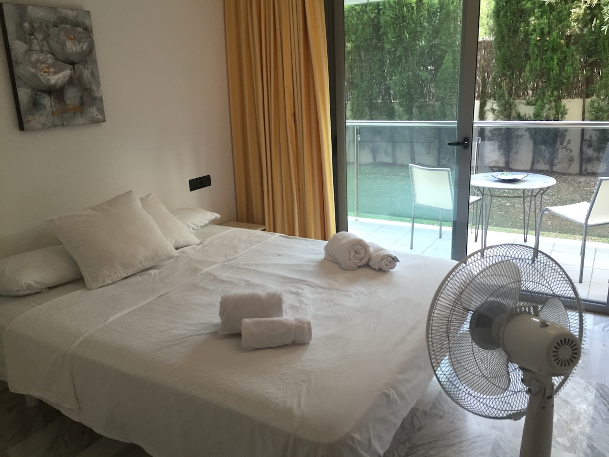 Comfortable double room with garden