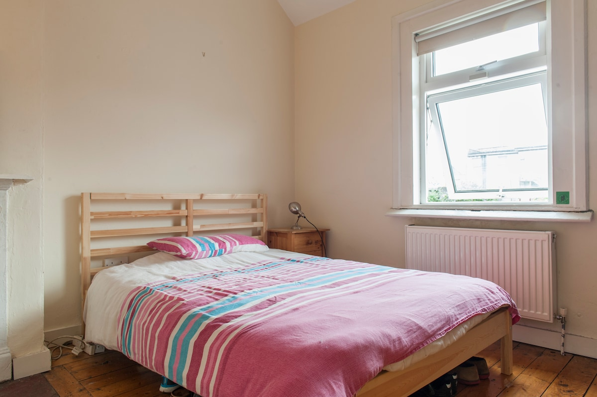 Room in neat house near City Centre