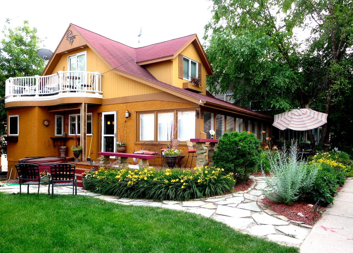 Cottage with Lake Views - Excelsior