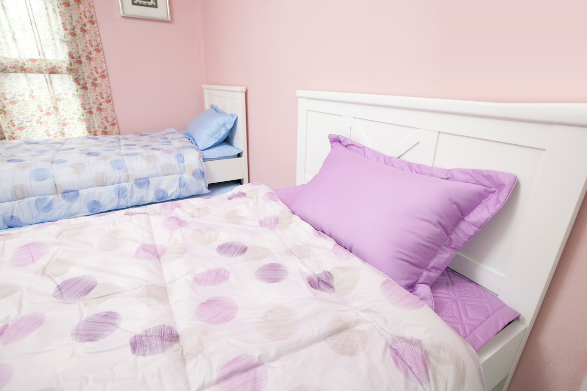 Lovely puple color beds