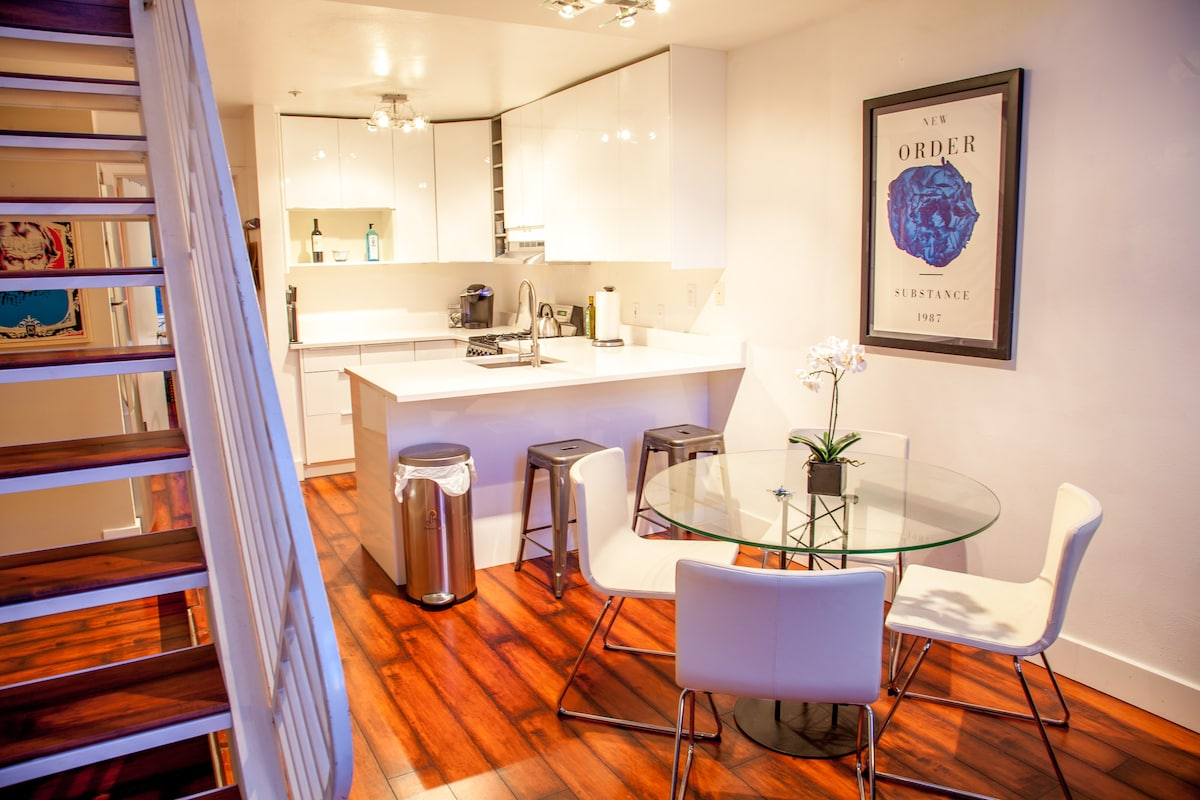 Soaring Townhouse in heart of SF!