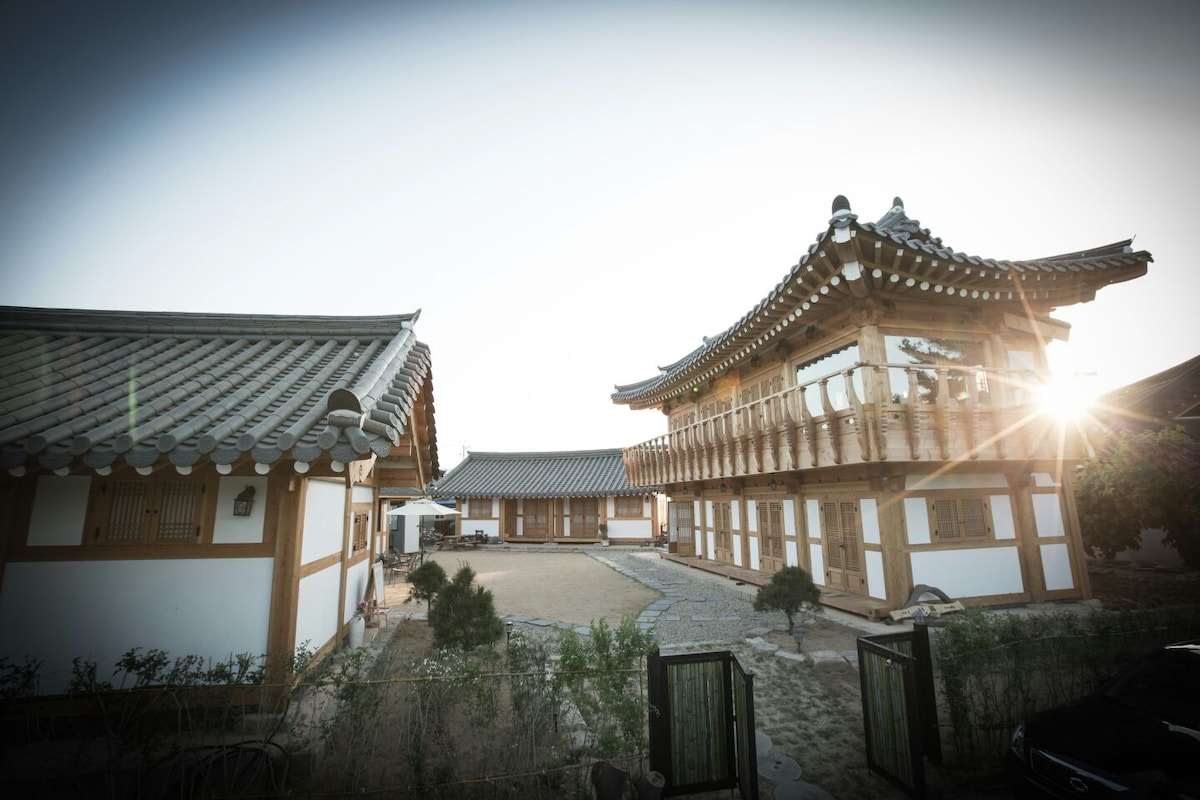 happy hanok village SYEOBUL