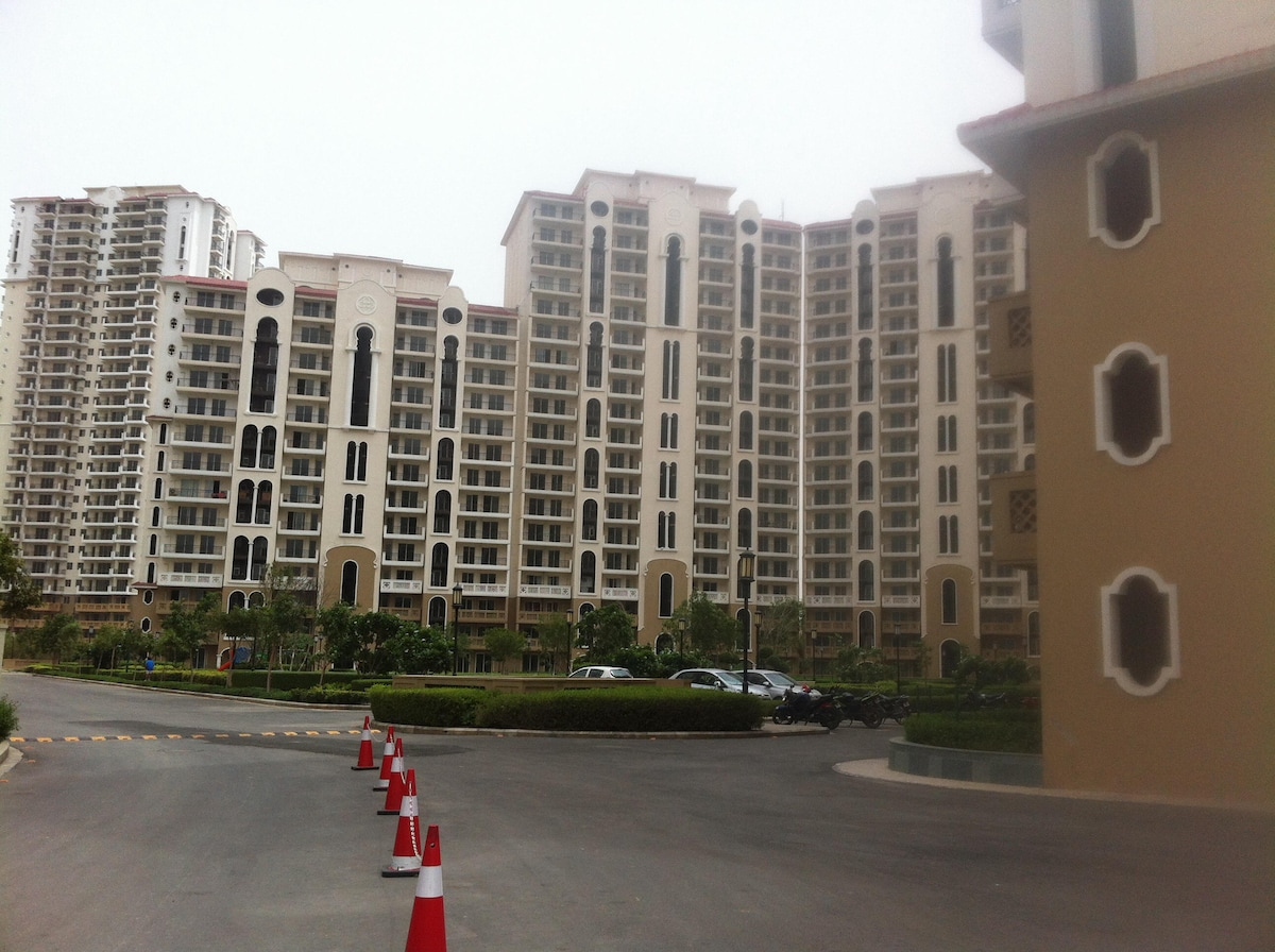 Beautiful luxurious DLF apartment