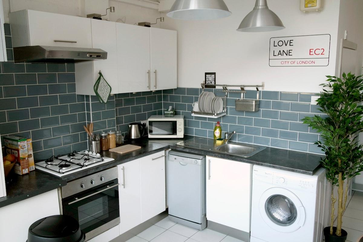 Hoxton Loft + Double Room