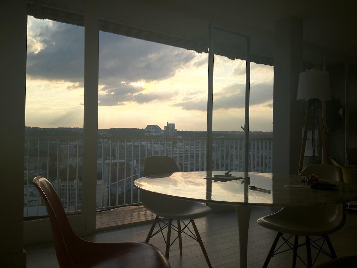 Les couchers de soleil sont magnifiques dans la cuisine le salon orienté plein ouest