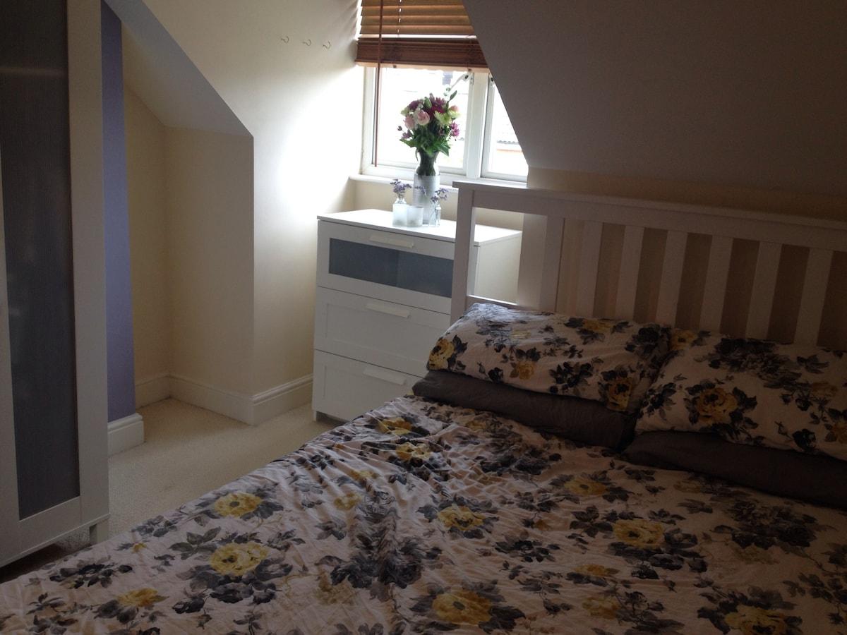 Private room with en suite bathroom