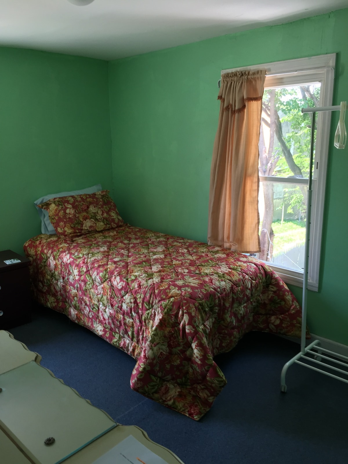 Single bed, 5 min from Philly
