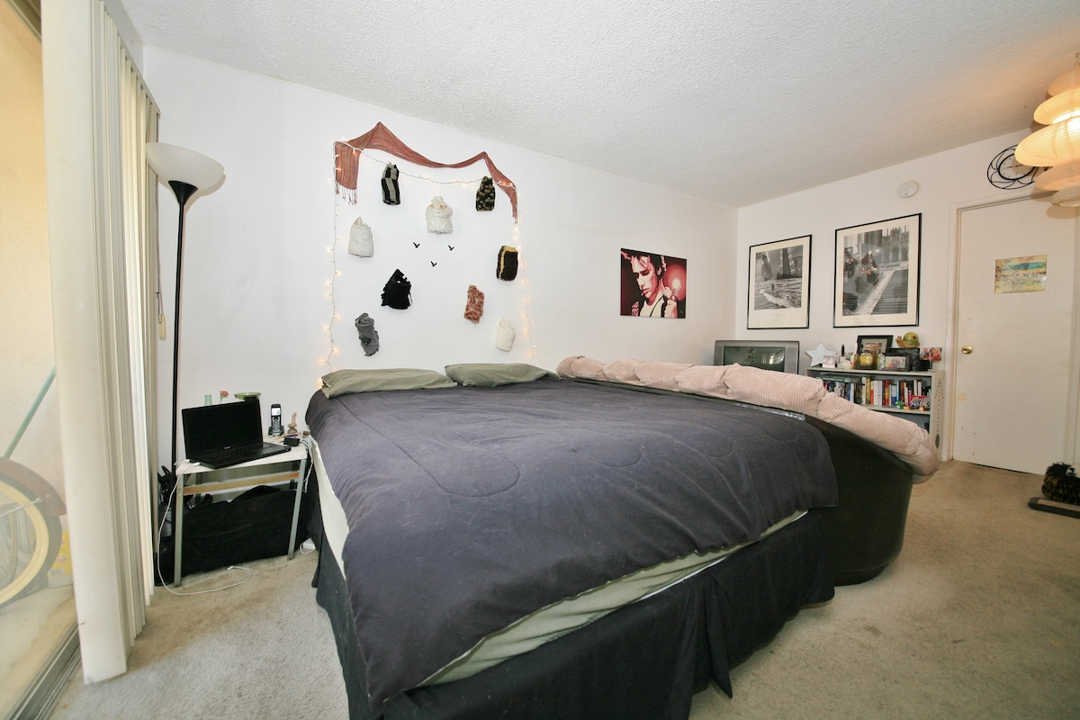 SPACIOUS Studio-Heart of HOLLYWOOD!