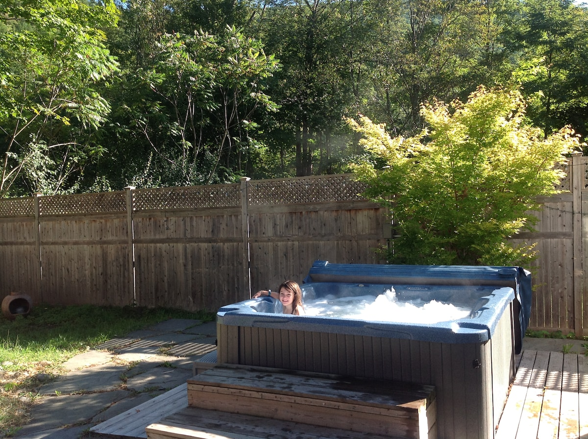 Enjoy a soothing hot tub on a sparkling Catskills morning.  Private courtyard of stone!